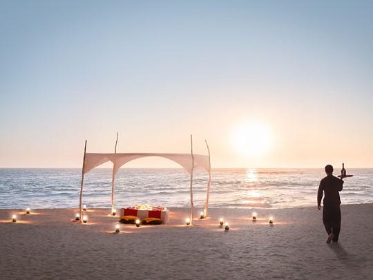 Profitez d'un somptueux dîner sur la plage