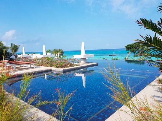 La piscine de l'hôtel Constance Aiyana à Zanzibar