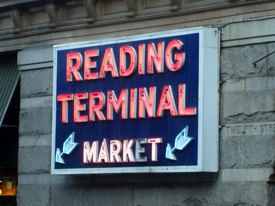 N'oubliez pas de faire une halte au Reading Market Terminal.