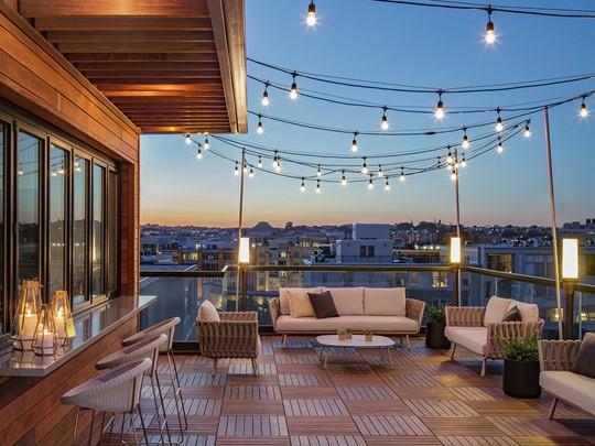 A Washington, découvrez votre hôtel, le Kimpton Mason. Rook et sa superbe terrasse sur le toit