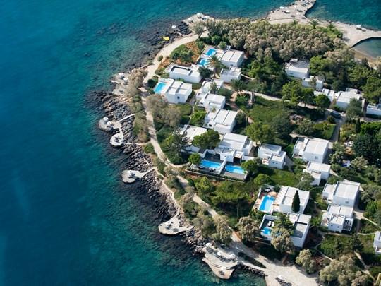 Le Minos Art Beach, niché dans un superbe environnement