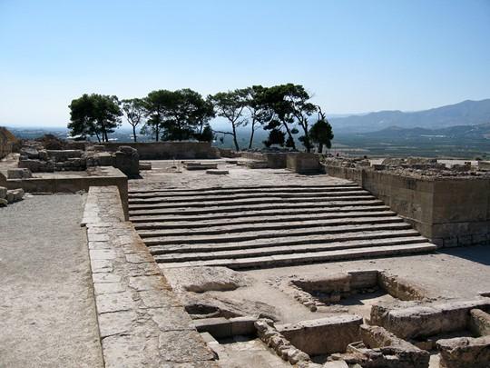 Découvrez le site de Phaistos, situé dans la plaine de Messara