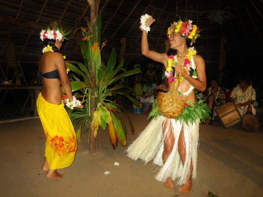 Découverte du folklore polynésien sur l'île de Taha'a