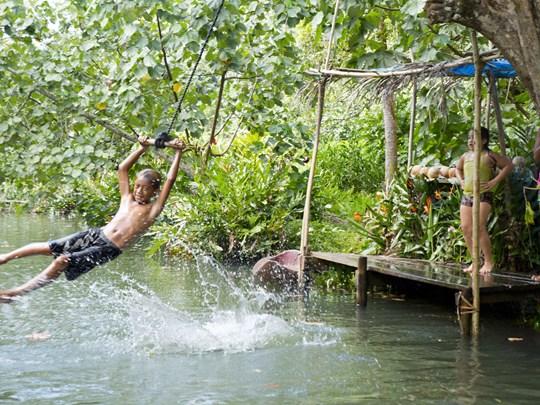 Aventurez vous dans la végétation luxuriante de Raiatea