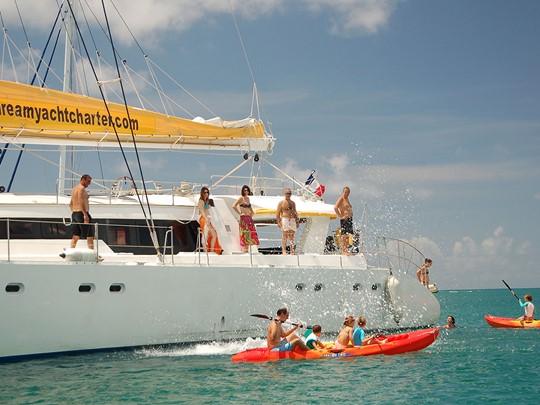 Profitez des nombreuses activités que vous offre le catamaran Mojito 82