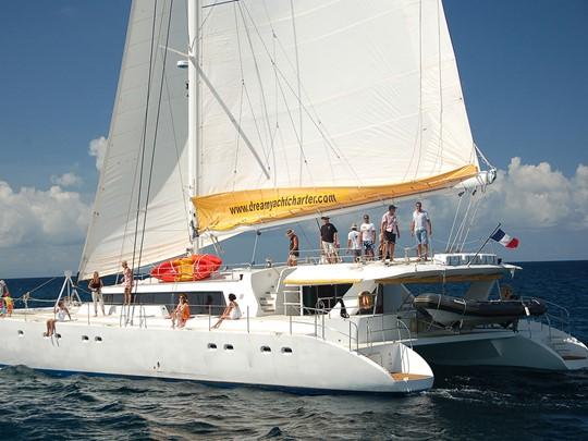 Le catamaran Mojito 82 vous offre tout ce dont vous avez besoin dans une atmosphère détendue et confortable