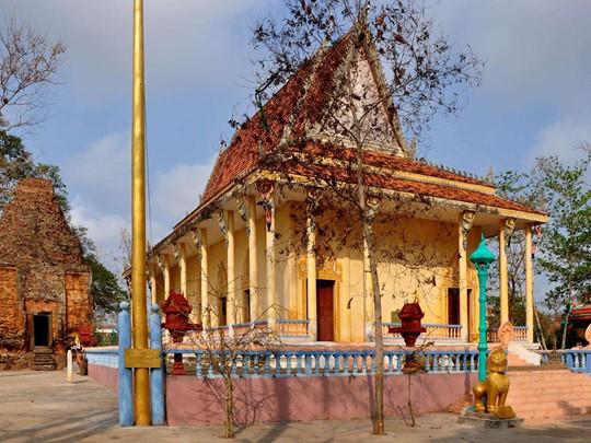 Visite du Wat Hanchey, un temple préangkorien à Kampong Cham