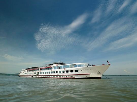Sillonnez l'Irrawaddy à bord de ce superbe bateau.