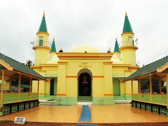 Explorez le temple de Penyengat à Bintan