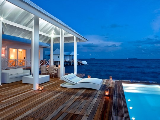 Vue de nuit d'une Water Villa