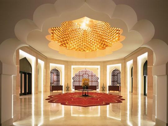 Un établissement décoré dans l'esprit d'un palais oriental