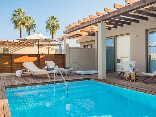 Pavilion Suite Sea View With Jacuzzi® and Pool