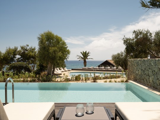 Sapphire Sublime Family Retreat with Swim Up Pool HLS