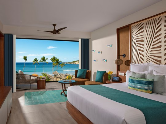 Preferred Club Master Suite Swim-Out Ocean Front