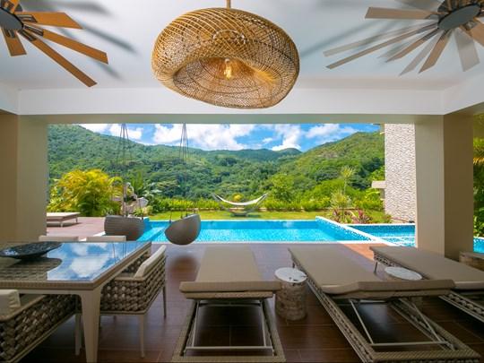 La superbe piscine de la Villa 360