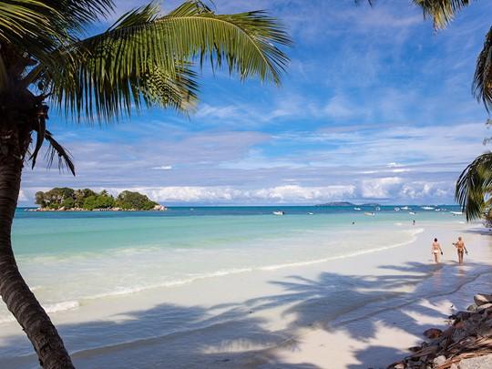 La sublime plage du Duc de Praslin aux Seychelles