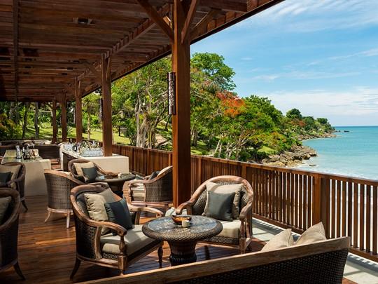 Détendez vous au Sundara Mezzanine Bar, tout en profitant du cadre idylique que vous offre le Four Seasons Jimbaran