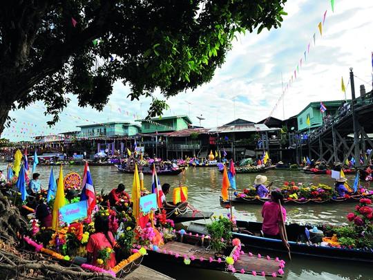 Le marché vivant et coloré d'Ayutthaya en Thailande