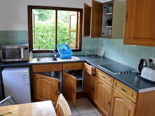 Une cuisine d'un bungalow