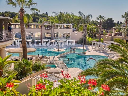 L'oasis Pool, et son architecture tournée vers la détente