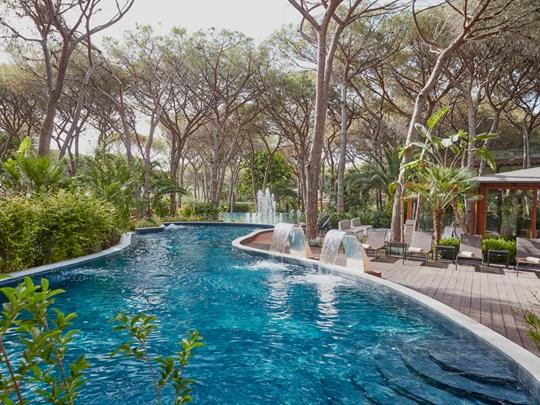 La superbe piscine du Pineta, niché au coeur de la nature