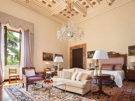 La Gallery Suite avec ses plafonds et ses fresques d'origines