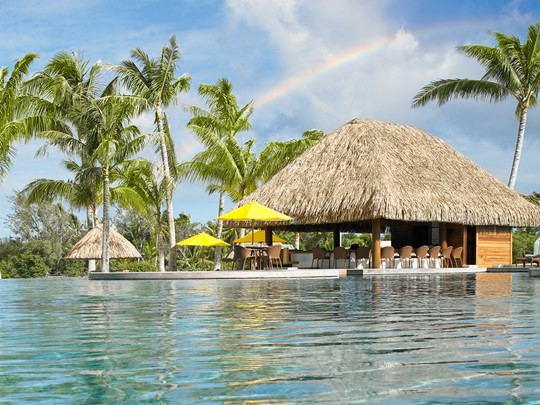 Le bar de l'hôtel Four Seasons Resort à Bora Bora