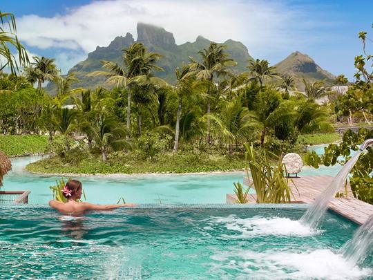 Le Four Seasons Bora Bora est situé dans un cadre calme et intime
