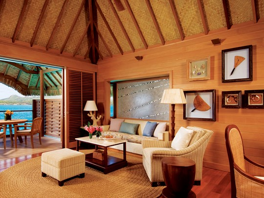 Mountain View Over water Bungalow Suite du Four Seasons Bora Bora