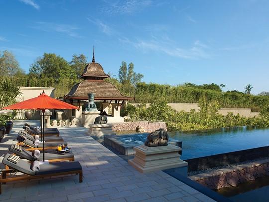 La piscine du Four Seasons situé au coeur de la vallée de Mae Rim