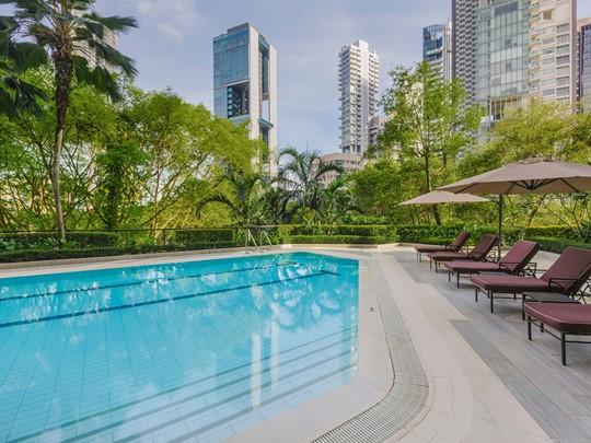Détendez vous au bord des piscines du Four Seasons