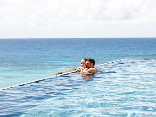 Profitez de la belle piscine de l'hôtel