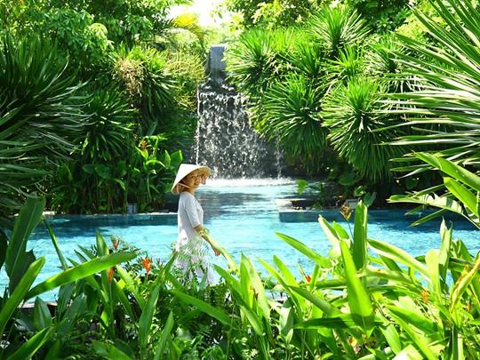 La superbe piscine du spa du Fusion Maia Da Nang
