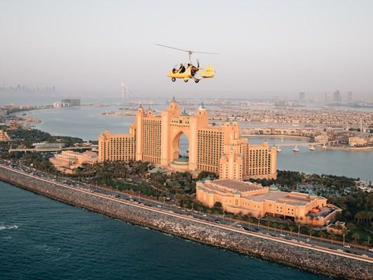 Survolez l'émirat en hélicoptère