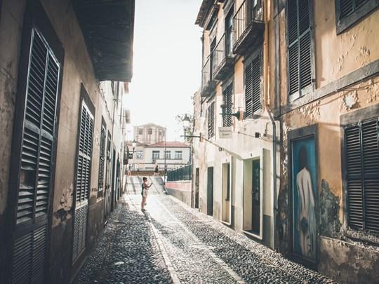 Empruntez les ruelles pour vous rendre au centre historique