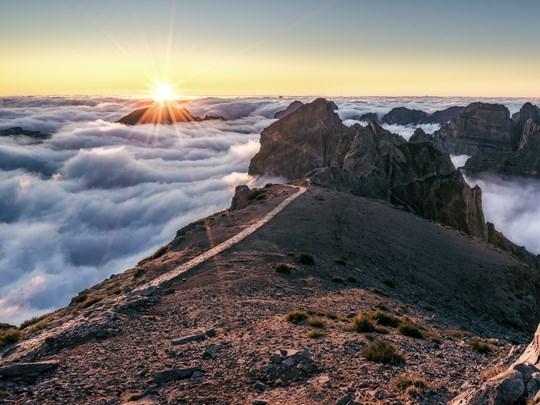 Contemplez un lever de soleil au Pico do Arieiro, l'un des plus hauts sommets