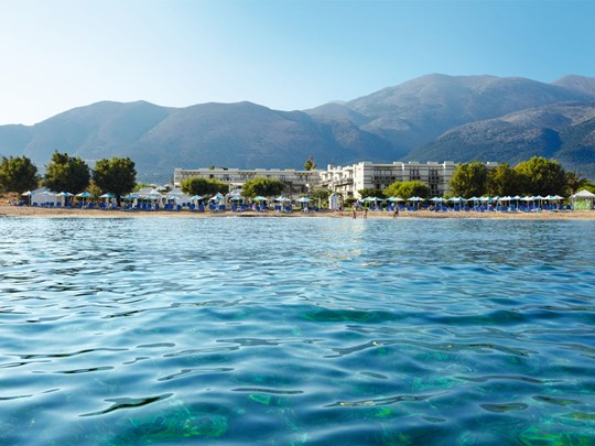 Le Grecotel Meli Palace vue depuis la mer