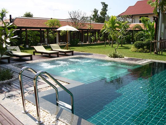 Bain à remous du Green Park Boutique Hotel à Vientiane