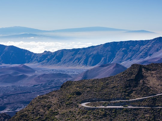 Admirez le magnifique volcan à Maui, Hawaï
