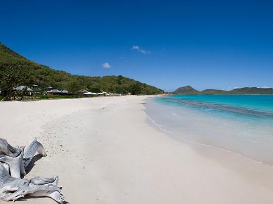 Planche à voile à l'hôtel Hermitage Bay à Antigua