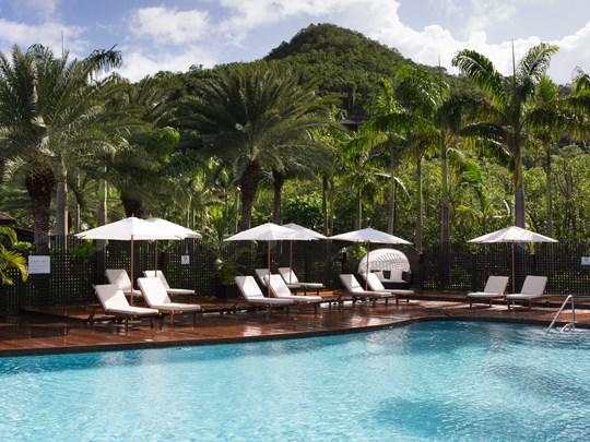 La piscine de l'hôtel Hermitage Bay aux Antilles