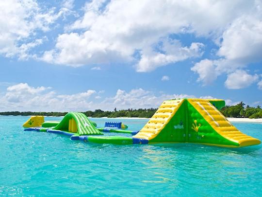 Le parc aquatique flottant