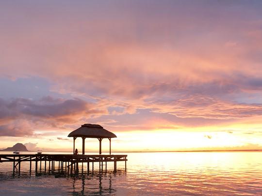 Assistez à l'un des plus beaux couchers de soleil de l'île