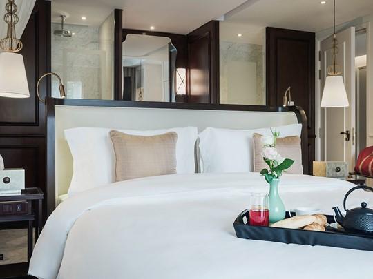 Grand Deluxe Room de l'Hôtel des Arts Saigon au Vietnam