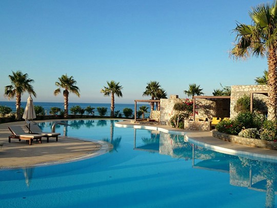 La piscine de l'Ikaros Beach Luxury Resort en Grèce