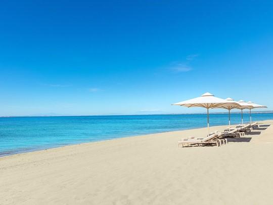 La plage de l'Ikos Oceania situé dans la péninsule Kassandra d'Halkidiki