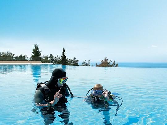 Initiation à la plongée à l'hôtel Ikos Oceania en Grèce