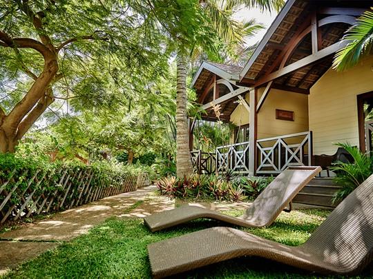 Vue des Bungalows Tropique, disséminées dans un vaste jardin