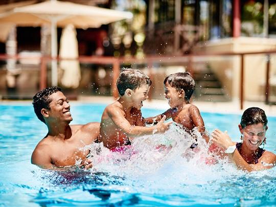 Profitez de la piscine en famille