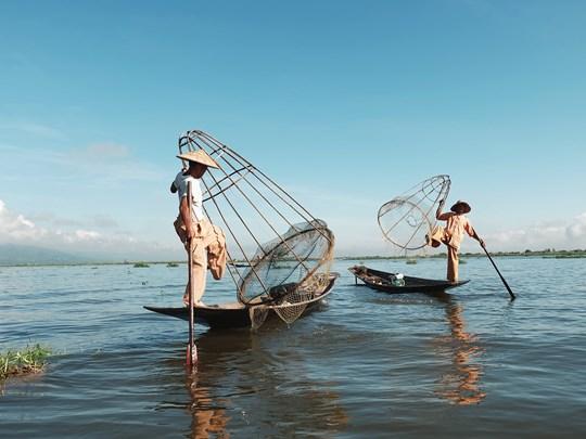 Etape mémorable sur le  Lac Inle (Birmanie)